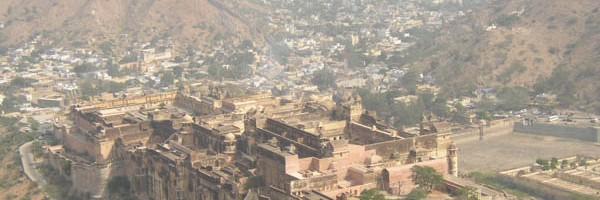 ジャイガール要塞から望むアンベール城